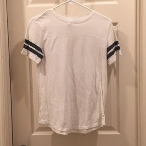 White t-shirt with black stripe details on sleeves